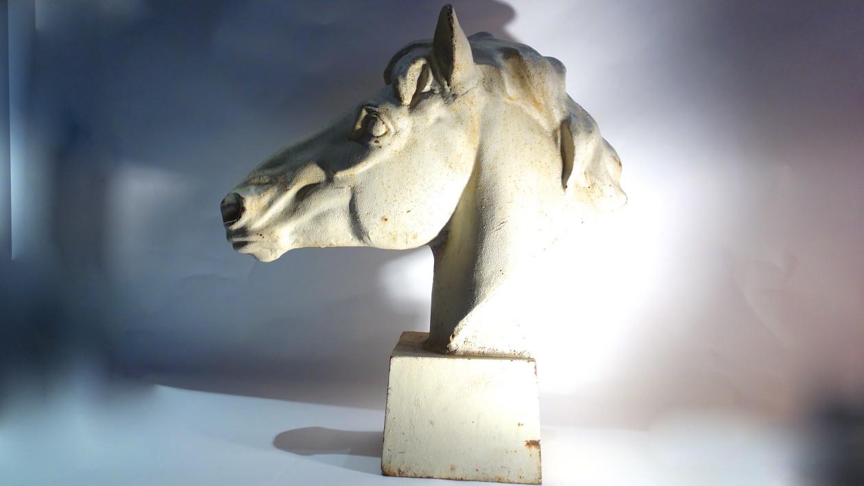 Tête de cheval en fonte, art déco