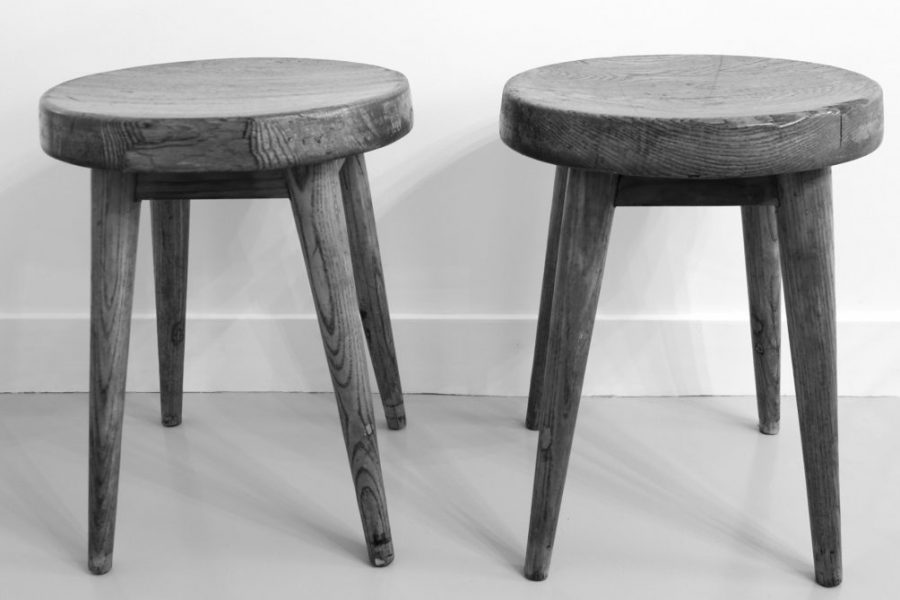 Pierre Jeanneret, (1896- 1967), tabourets en pin massif, pour la résidence « Les Gadins », Courchevel. Pierre Jeanneret pine stools from the hotel « les Gadins » in Courchevel, France Alps. Circa 1960.