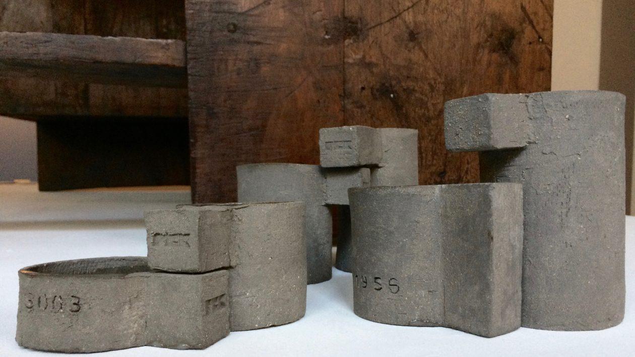 Frédérick Gautier Chaque pièce est numérotée et marquée « FCK », chaque modèle est unique, leur microarchitecture s'appuie sur des formes élémentaires: cylindres, troncs, cubes, cônes, disques. Paris, France. 2016. En exclusivité chez Maison Verrsen. Prix sur demande